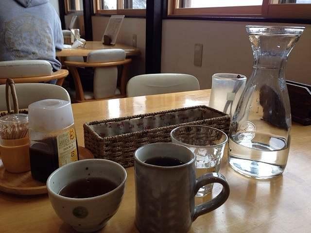 お茶と水とコーヒー.jpg