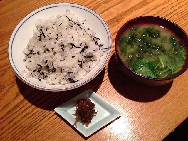 ひじき縮緬ご飯と味噌汁あおさ入り.jpg