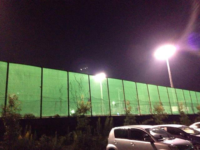 テニスコートの駐車場.jpg