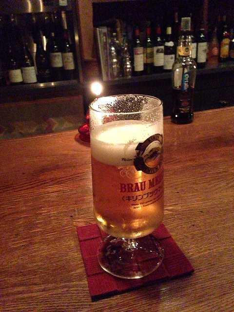 ビールの奥にランプ.jpg