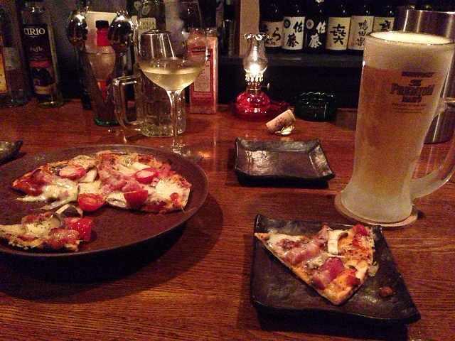 ピザとワインとビール.jpg