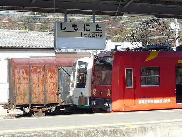 下仁田駅構内1.jpg