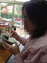 処理済~ラーメンで丼飯を喰らうジャン妻.jpg