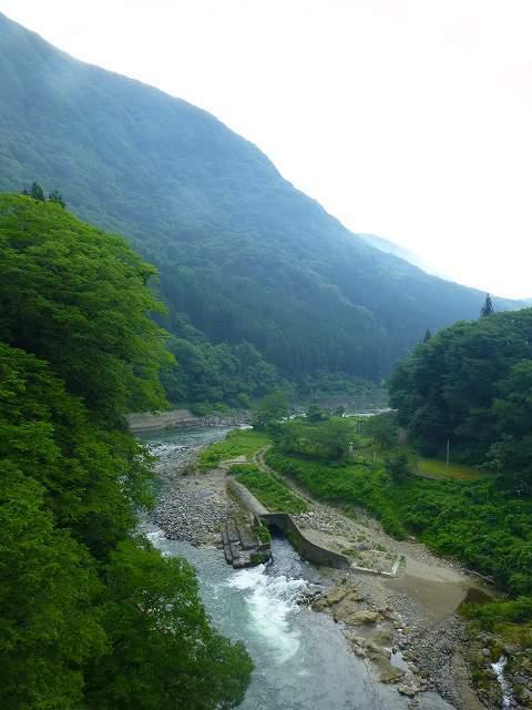 又見山と大川.jpg