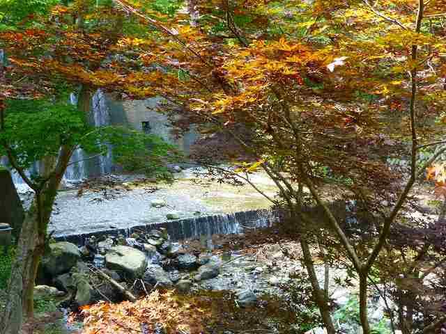 堰堤に落ちる船山川.jpg