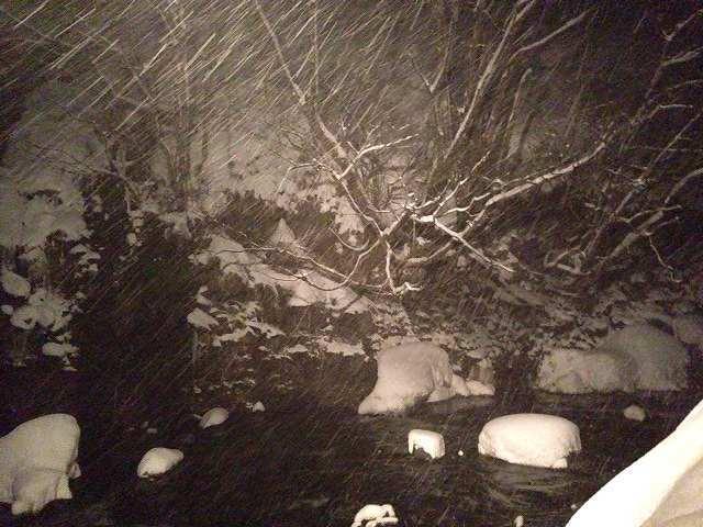 川は吹雪いている3.jpg
