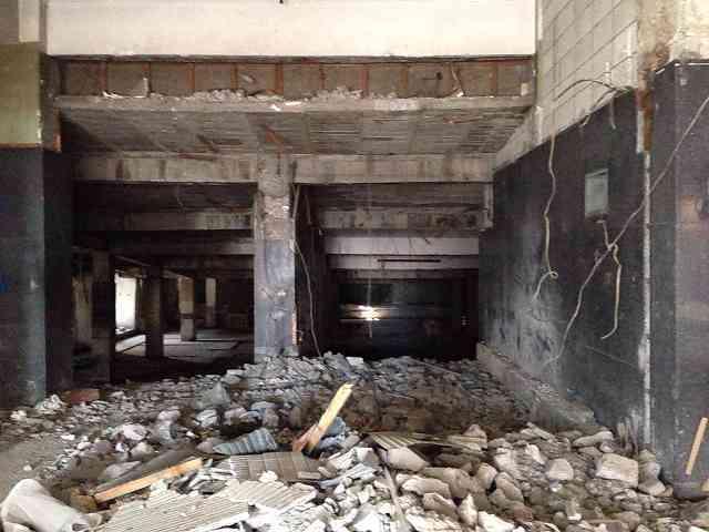 廃墟と瓦礫1.jpg
