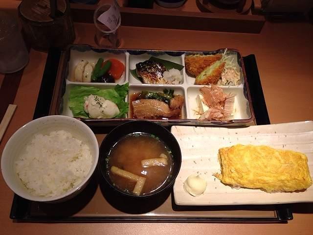 彩定食と玉子焼き.jpg