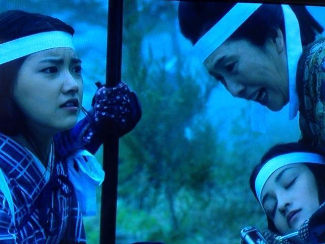慟哭する中野母娘2.jpg
