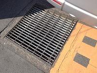 排水溝の蓋.jpg