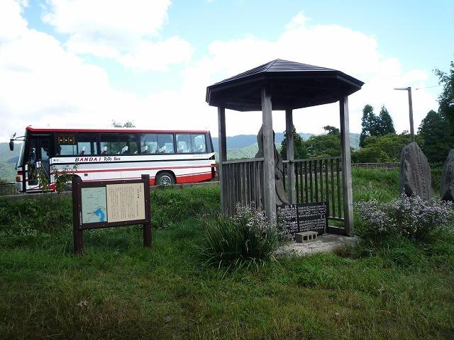 桧原宿と観光バス.jpg