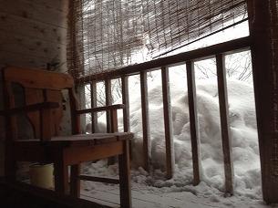 椅子と雪塊.jpg