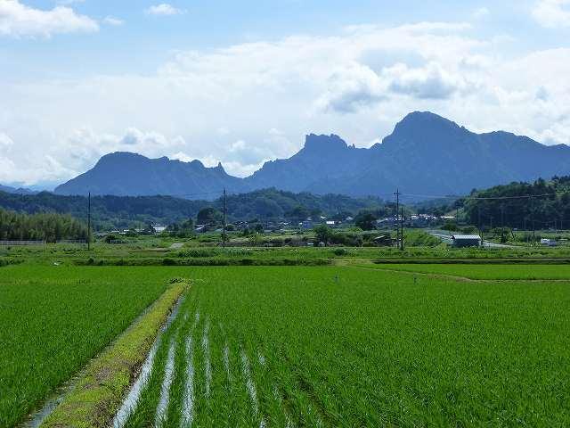 田園風景と妙義2.jpg