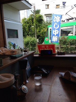 窓の外を世田谷線が2.jpg