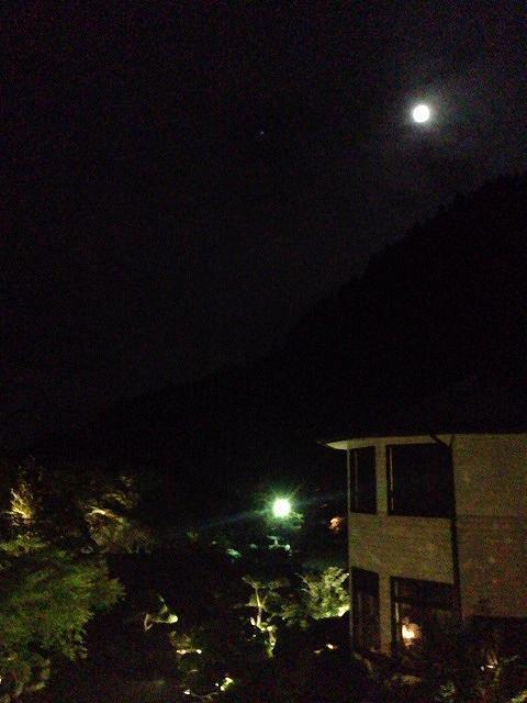船山館と満月.jpg