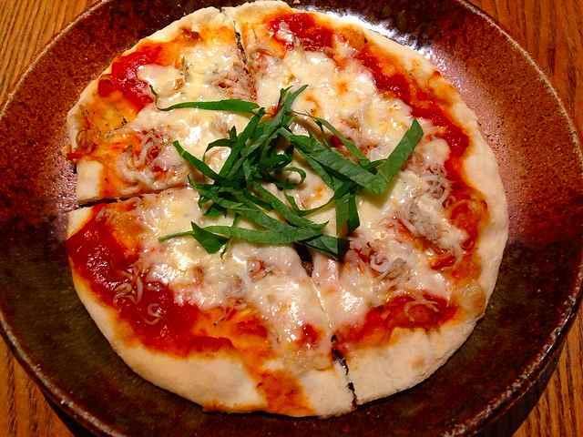 釜上げシラスと大葉のピザ.jpg