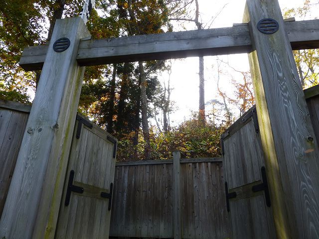 門を潜る.jpg