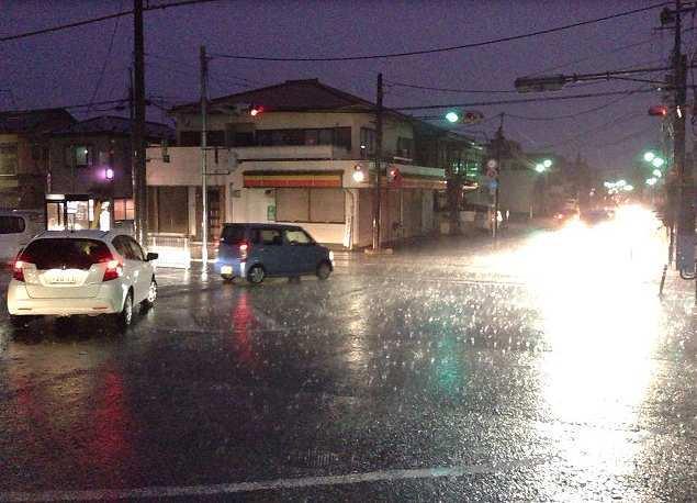 駅前の豪雨.jpg